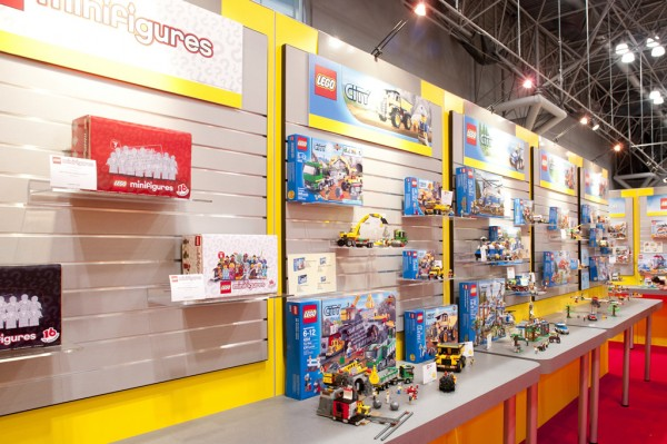 New York Toy Fair 2012 - LEGO Minifigures Series 7 & 8