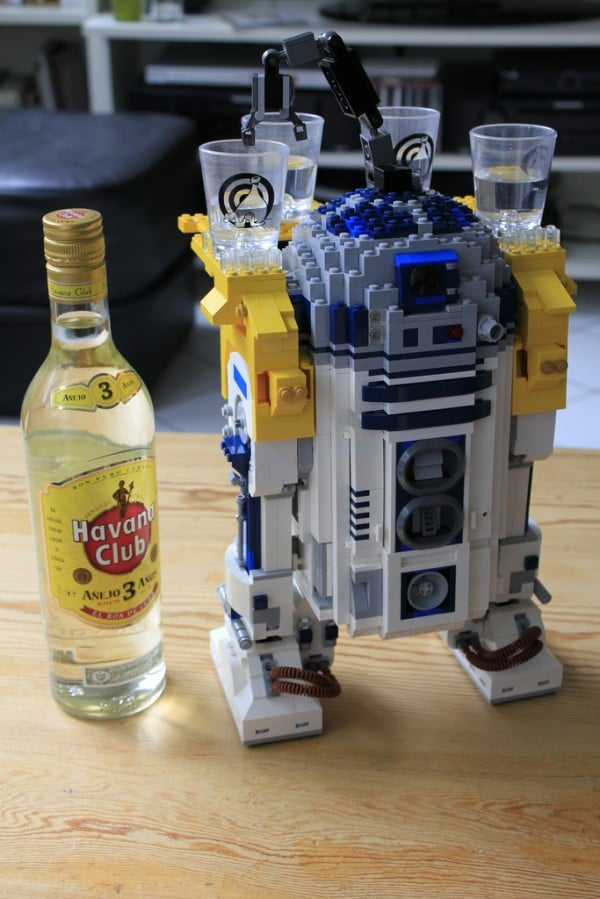 R2_D2 Finally a Useful Droid by Pedro Vezini