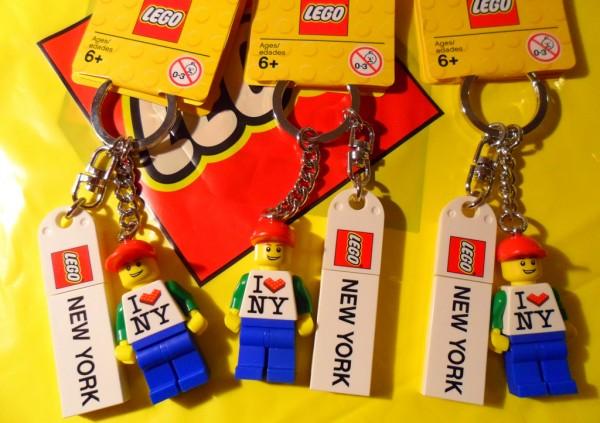 853309 - New York Minifigure Key Chain
