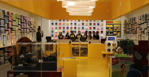 LEGO Store @ Carrefour Laval