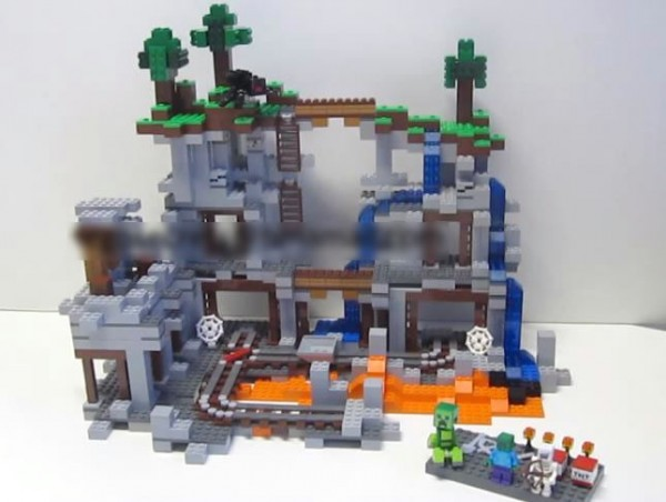 LEGO Minecraft 2014 : 21118 The Mine ?