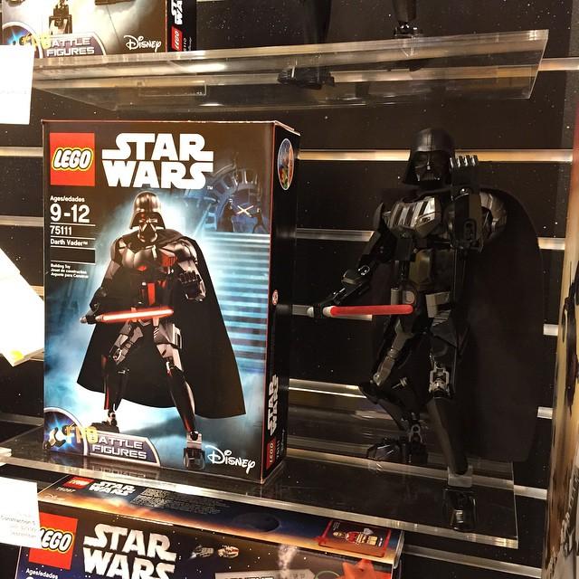 [Produits] Des Figurines d'Action LEGO Star Wars prévues pour l'automne 2015 ! 75111-darth-vader
