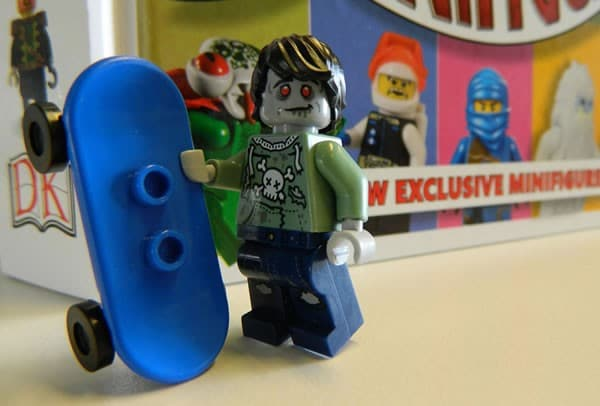 I Love That Minifigure : Exclusive Zombie Skateboarder
