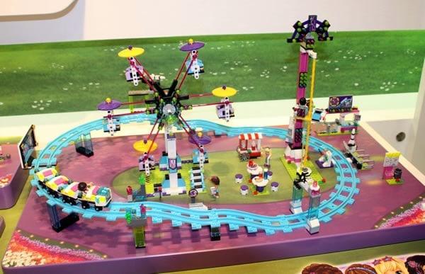 41130 Amusement Park Roller Coaster
