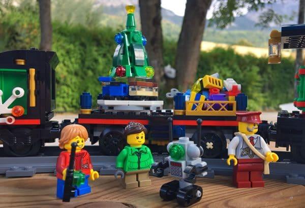 lego-creator-expert-10254-winter-holiay-train-4