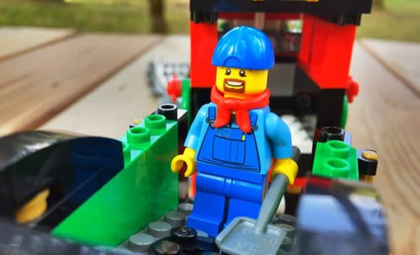 lego-creator-expert-10254-winter-holiday-train-1