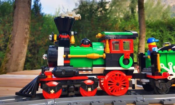 lego-creator-expert-10254-winter-holiday-train-8