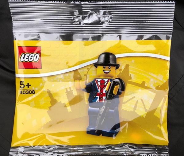 Lester, la mascotte du LEGO Store de Leicester Square, revient dans un polybag