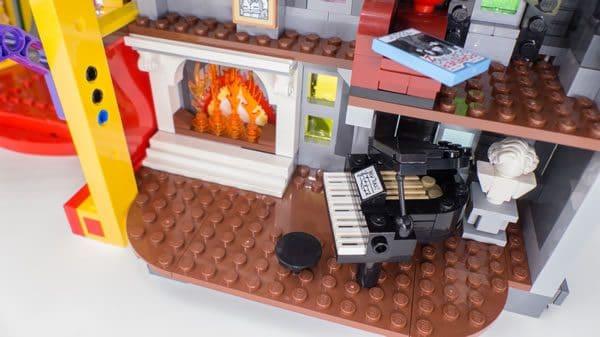 The LEGO Batman Movie 70922 The Joker Manor