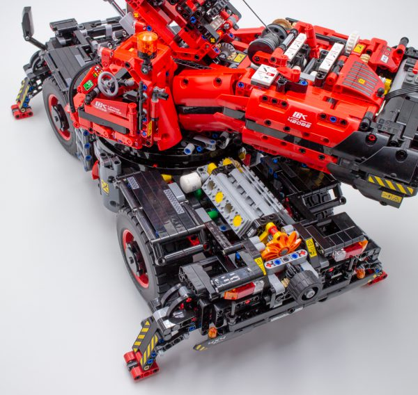 LEGO Technic 42082 Rough Terrain Crane