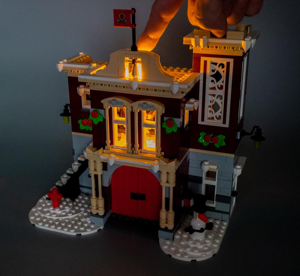 tr s vite test lego creator expert 10263 winter village fire station hoth bricks. Black Bedroom Furniture Sets. Home Design Ideas