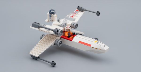 75235 X-Wing Starfighter Trench Run