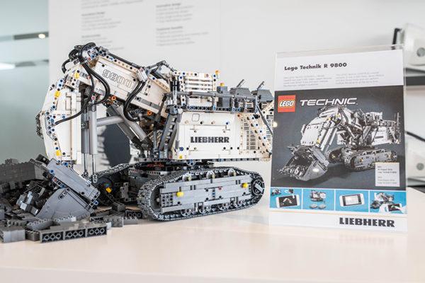 42100 Liebherr R9800