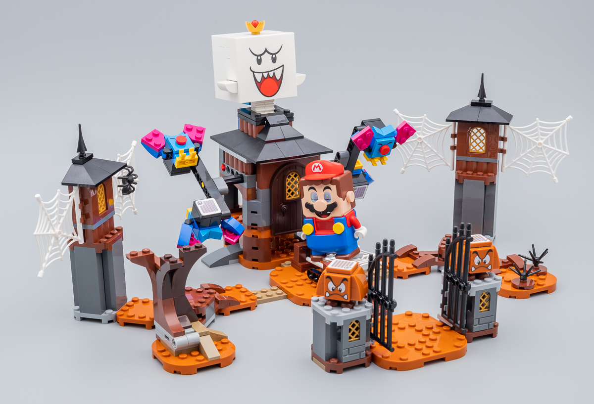 Nintendo s'associe avec LEGO ! - Page 4 71377-lego-super-mario-king-boo-haunted-yard-review-hothbricks_2