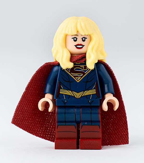 DC Fandome 2020 - Supergirl Exclusive Minifigure